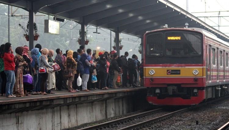 Lakukan 5 Hal ini saat Berada di Commuterline untuk Kenyamanan Bersama